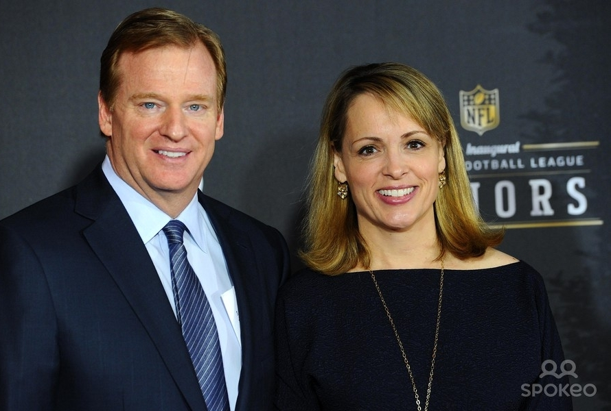 Jane Skinner and her husband Roger Goodell at a public event of NFL. Both Jane Skinner and Roger Goodell are smiling at the camera.