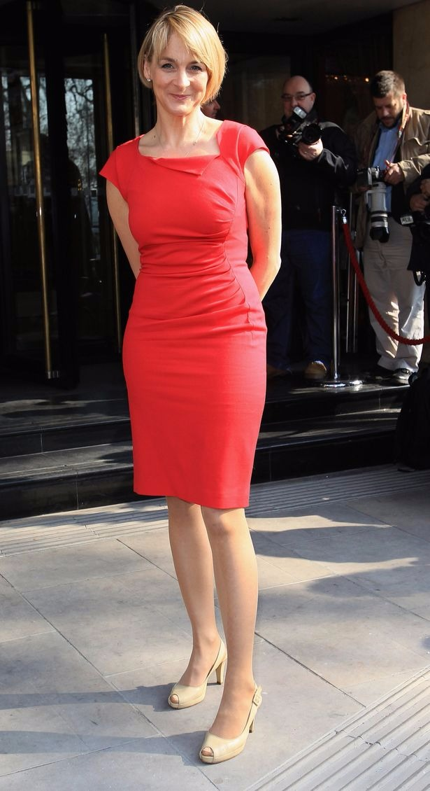 Louise Minchin looking hot in her tight fitted light red colored dress. Her dress reveals her sexy white legs. Her nude colored heels is best matched to her appearance.