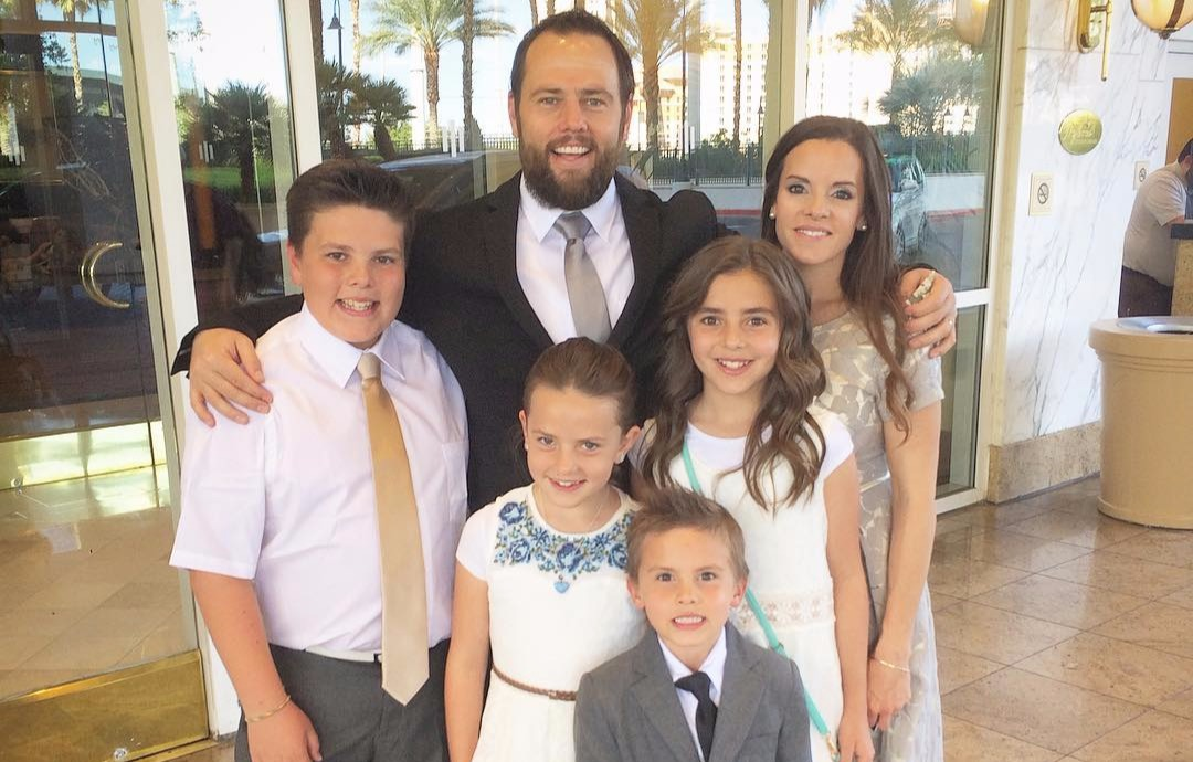Shay Carl with his five children, four of his five children are on top of him one after another