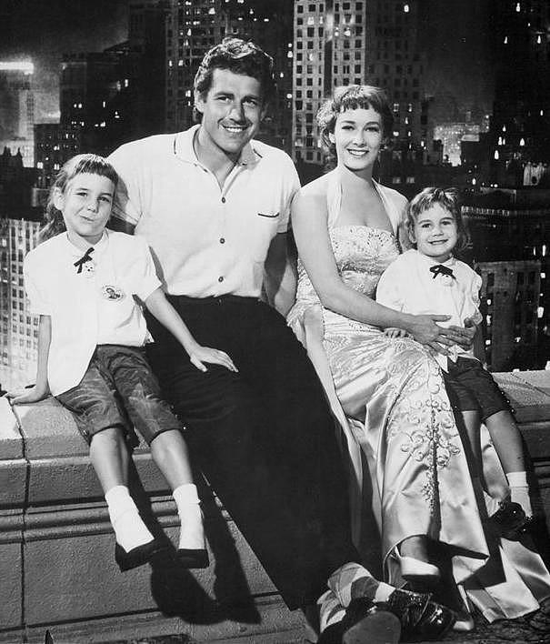 Vera Miles and Gordon Scott sitting with her two daughters Kelley and Debra