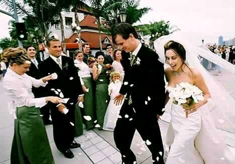 Tom DeLonge and Jennifer Jenkins walking the stair. They look so adorable in the wedding dresses.