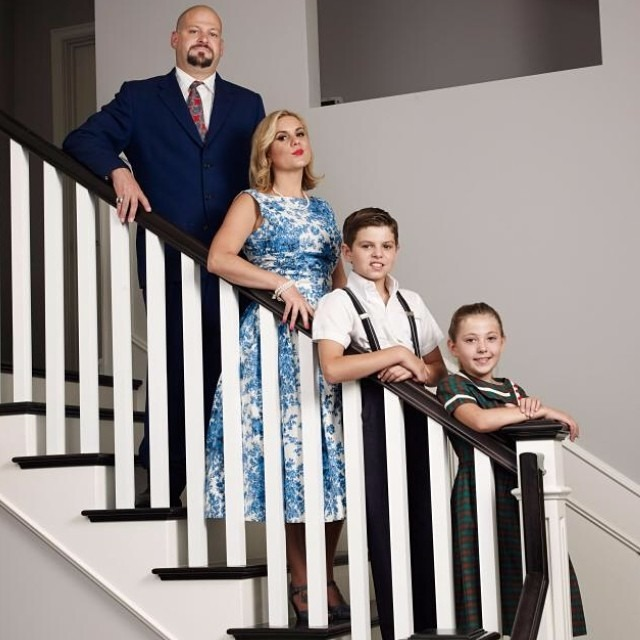 Brandi Passante and her family in the show Brandie and Jarrod: married to work. It is a family portray of Brandi where they stand in line in a staircase.