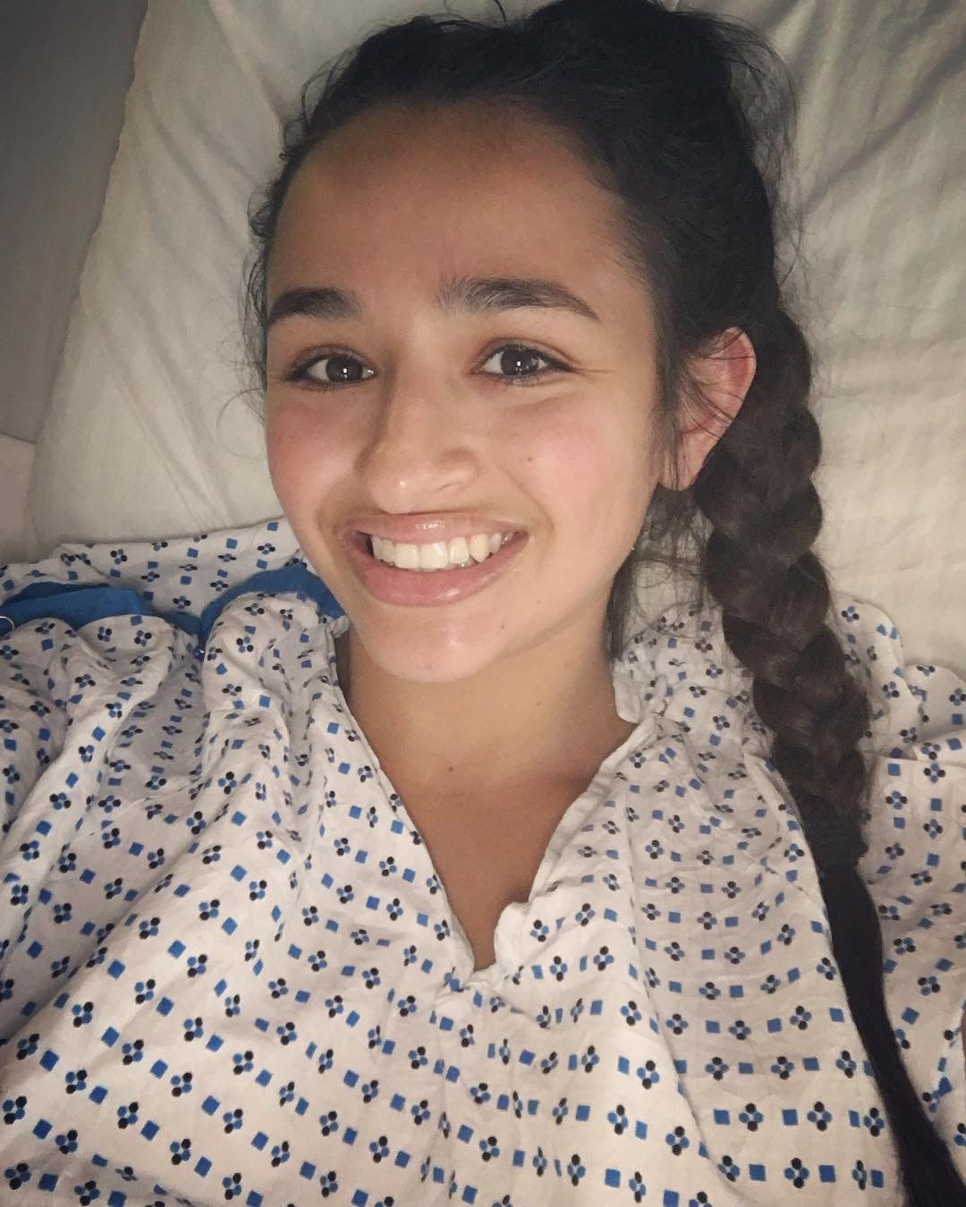 Jazz Jennings wearing a white t-shirt with blue and black color print