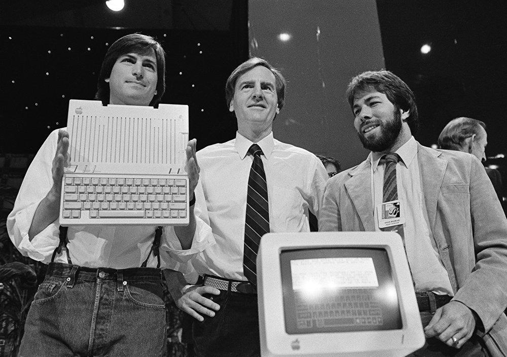 From left to right: Steve Jobs, John Sculley and Steve Wozniak