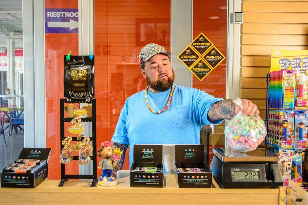 Chumlee taking a weight of candy on weighing machine