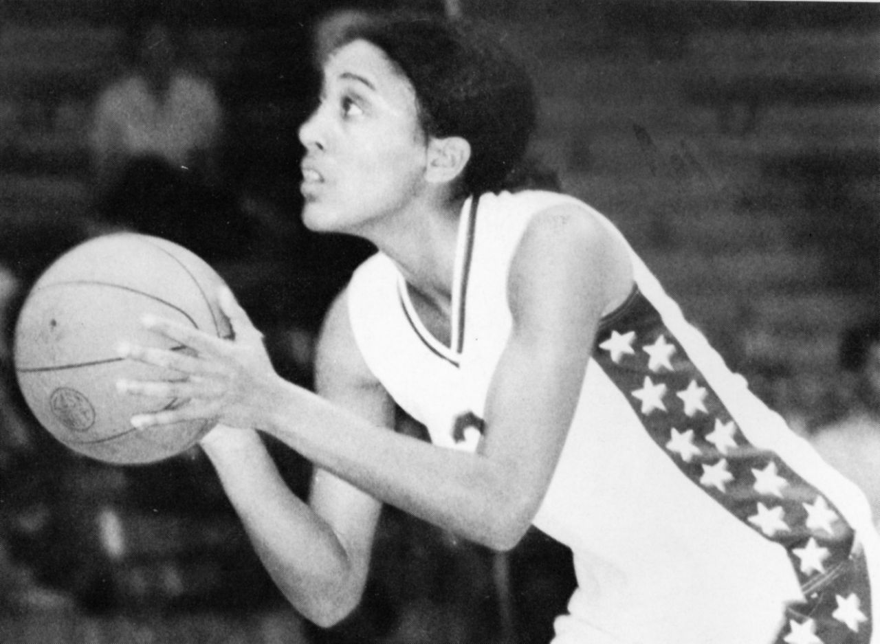 Young Robin Roberts holding a basketball in her hands