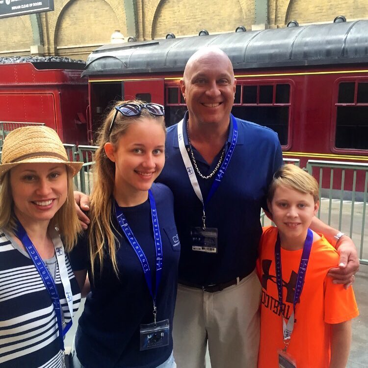 From the left : Rachelle Wilkos, Ruby Wilkos, Steve Wilkos and Jack Wilkos. Cute family picture!