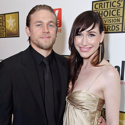 Morgana McNelis with boyfriend Charlie Hunnam, he has his arm around his waist, both are smiling