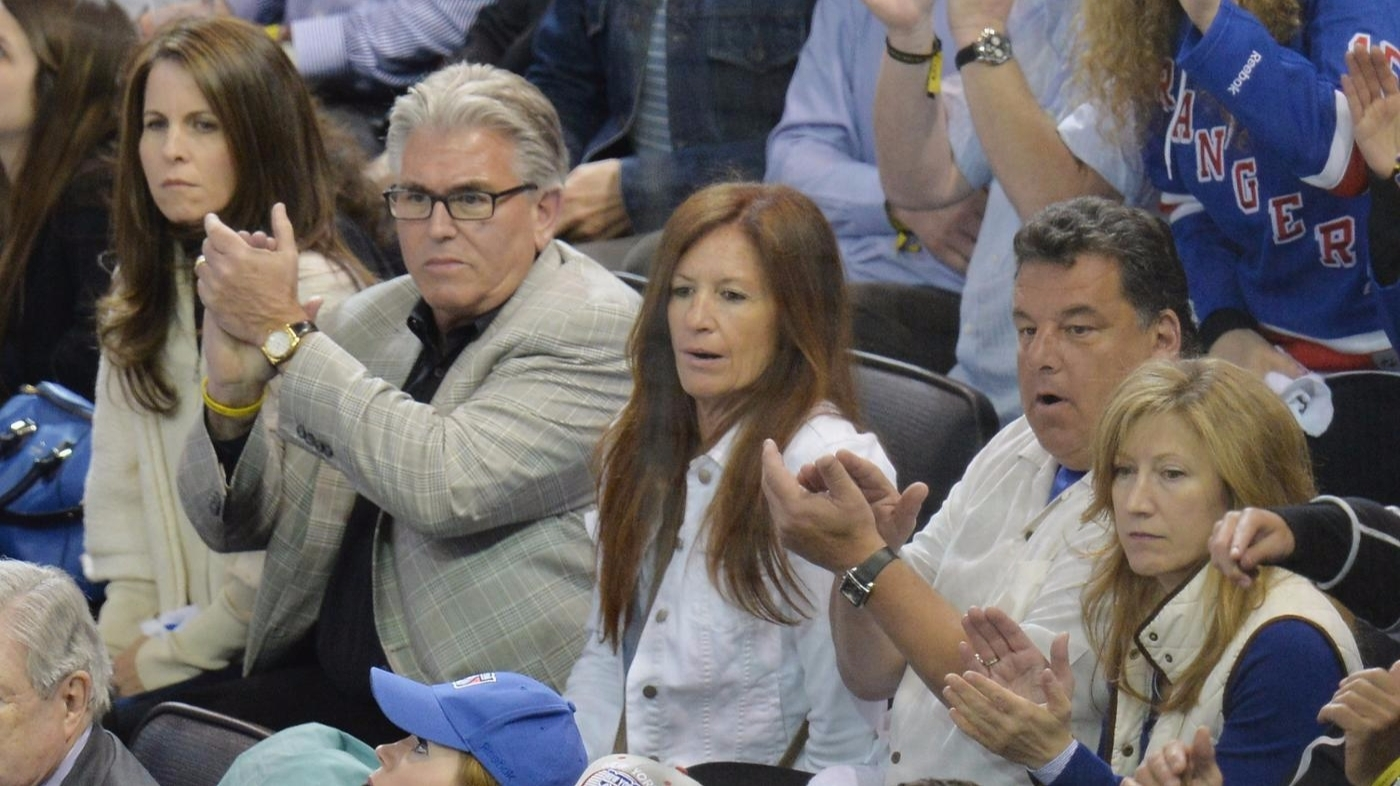 Mike Francesa is sitting besides his wife Rose. He is clapping.