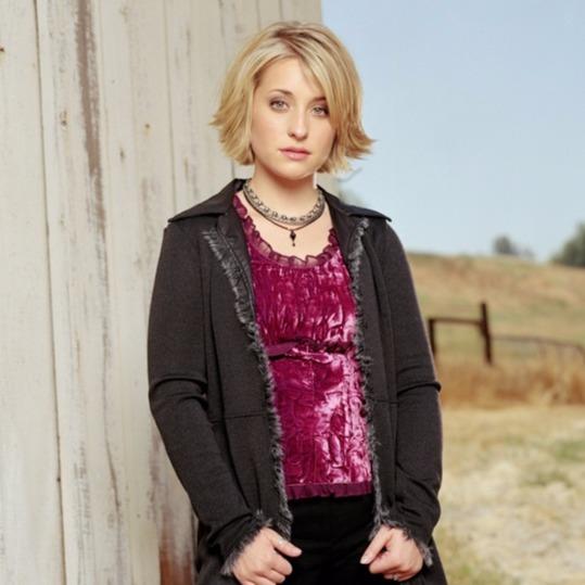 Smallville Season 1 promo picture: Allison Mack played the role as Chloe Sullivan