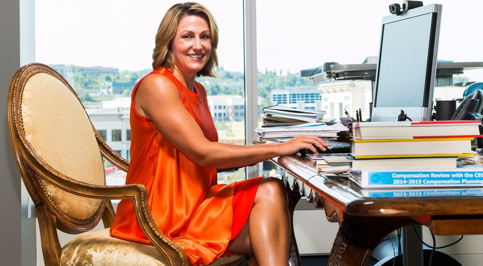 Heather Bresch is 2016 powerful global women leader. She is the CEO of Mylan pharmaceutical company.