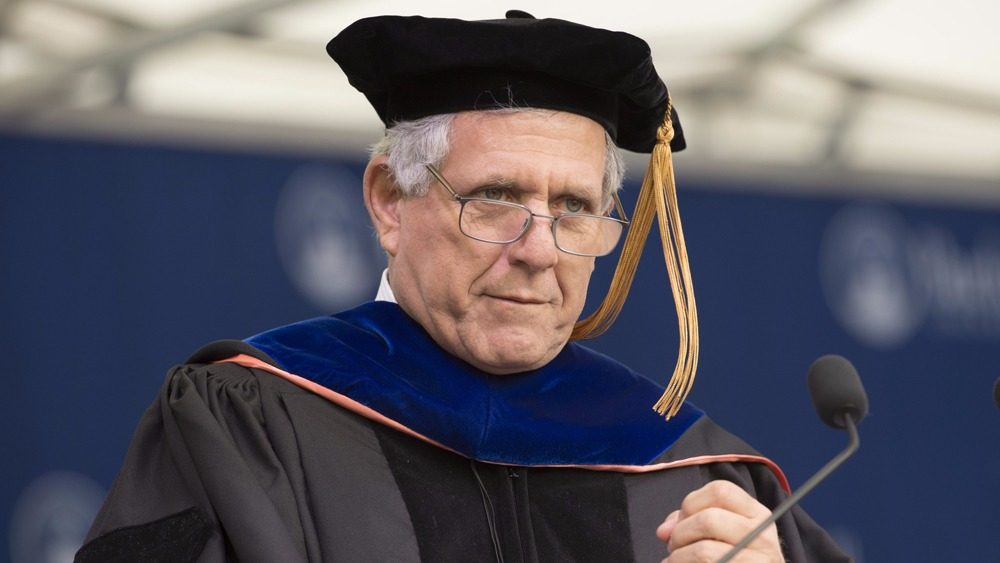 Leslie Moonves delivering the commencement speech at his University, Bucknell University. He is wearing the graduation rope.