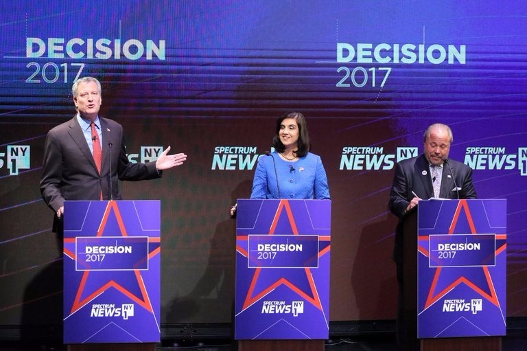 NYC Mayor Bill de Blasio at the first general election debate alongside Nicole Malliotaki and Bo Dietl