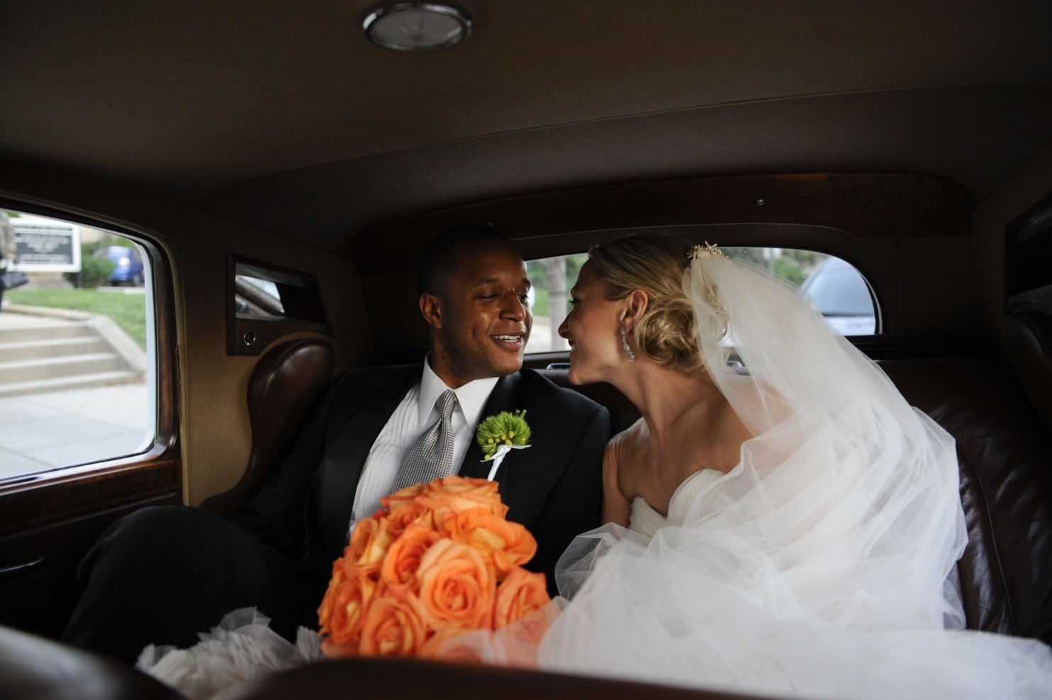 Craig Melvin and his wife Lindsay Czarniak returning home after hosting a grand wedding ceremony. The bride and groom are looking adorable together.
