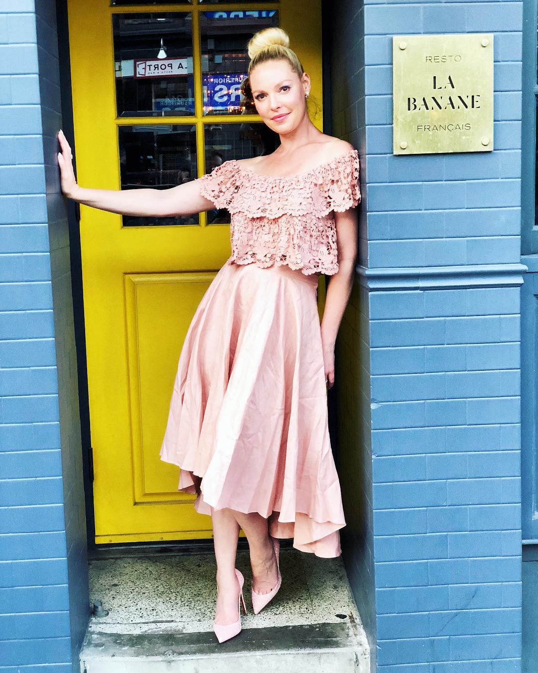 Katherine Heigl standing in the door