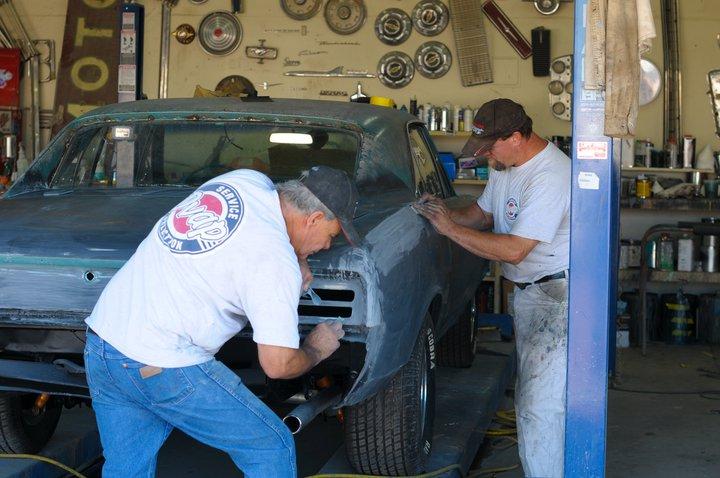 McClure family members restoring old car
