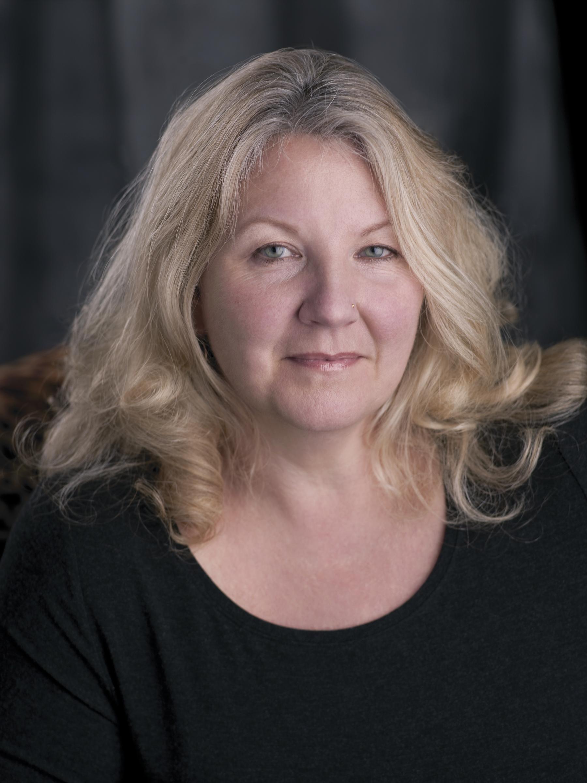 Susan Mikula in her wavy blonde hair.