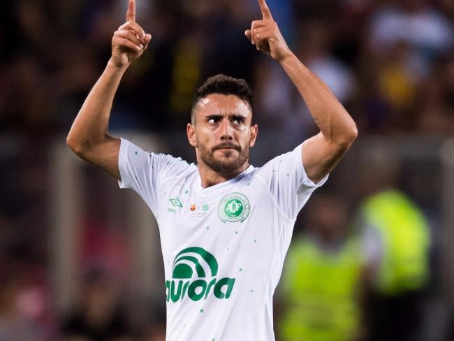 Alan Ruschel in his Chapecoense uniform pointing both index fingers at the sky
