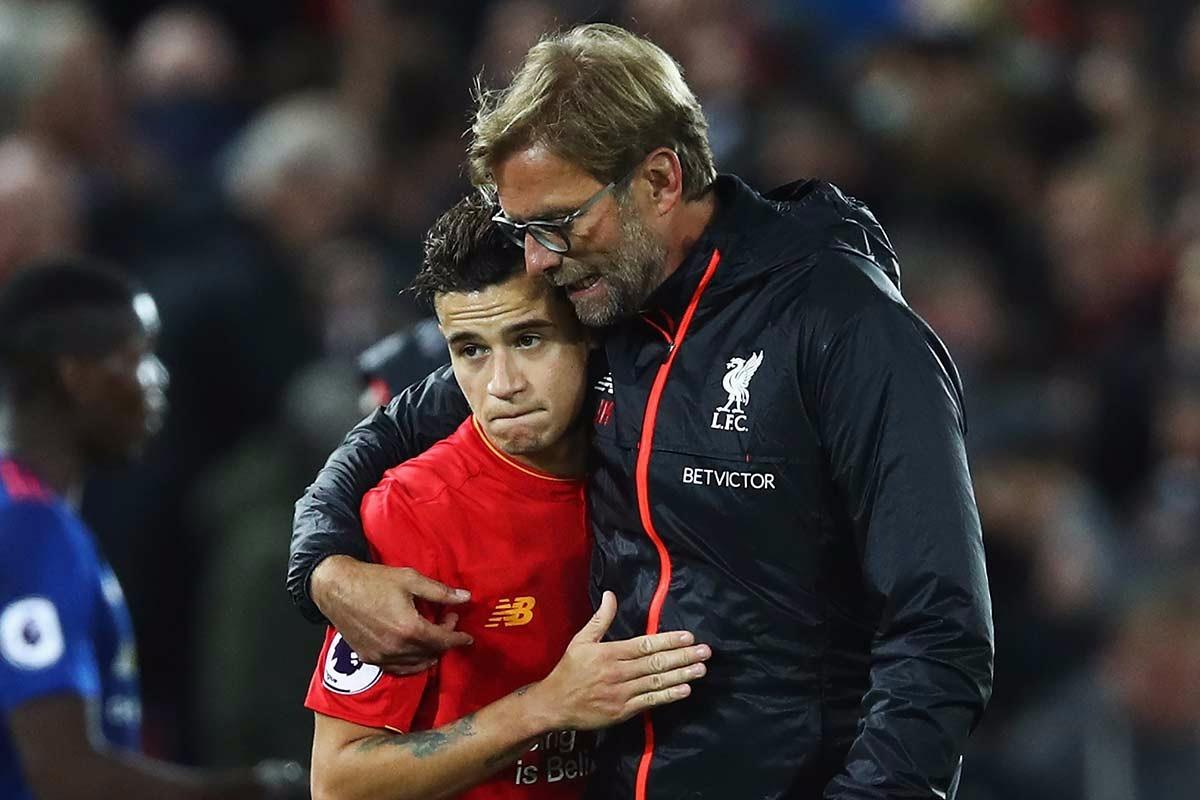 Jürgen Klopp hugs Philippe Countinho in Liverpool shirt