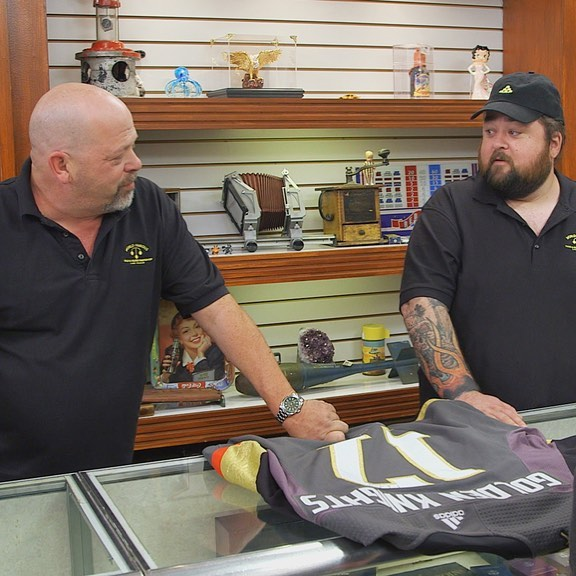 Rick Harrison and Chumlee are looking at each other's face
