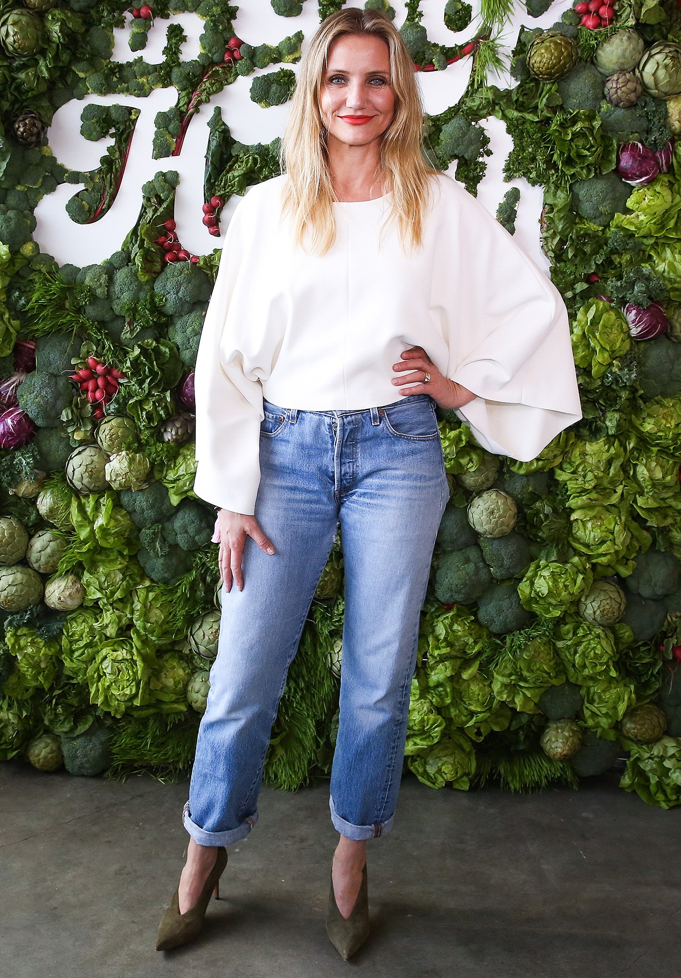 Cameron Diaz wearing a white top and baggy jeans pants.