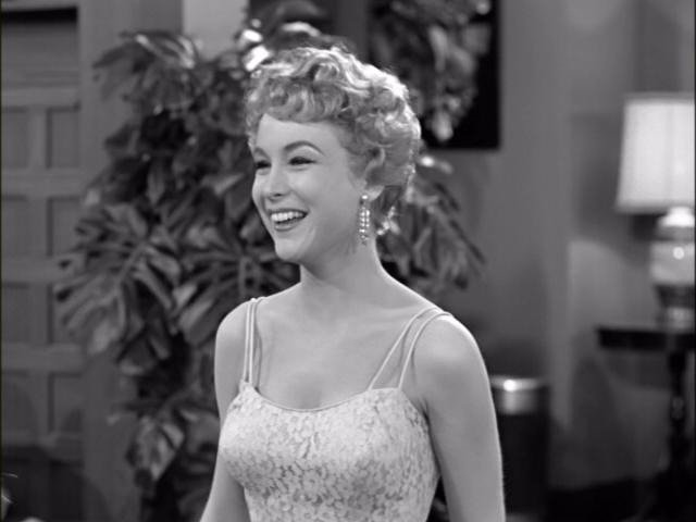 Barbara Eden looks amazing with the beautiful smile that she has put on