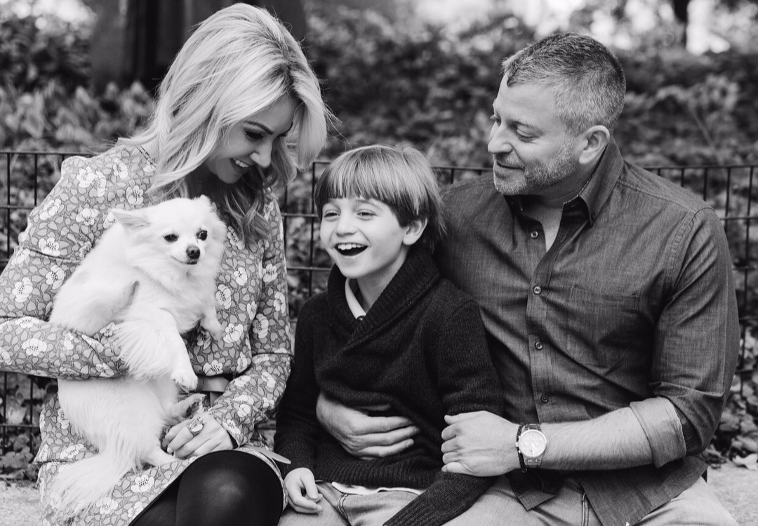 Raina Seitel's family captured in a photo, they look perfect together