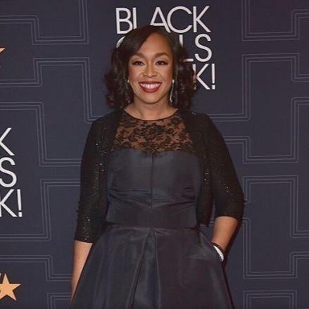 Shonda Rhimes  looks great in entire black attire