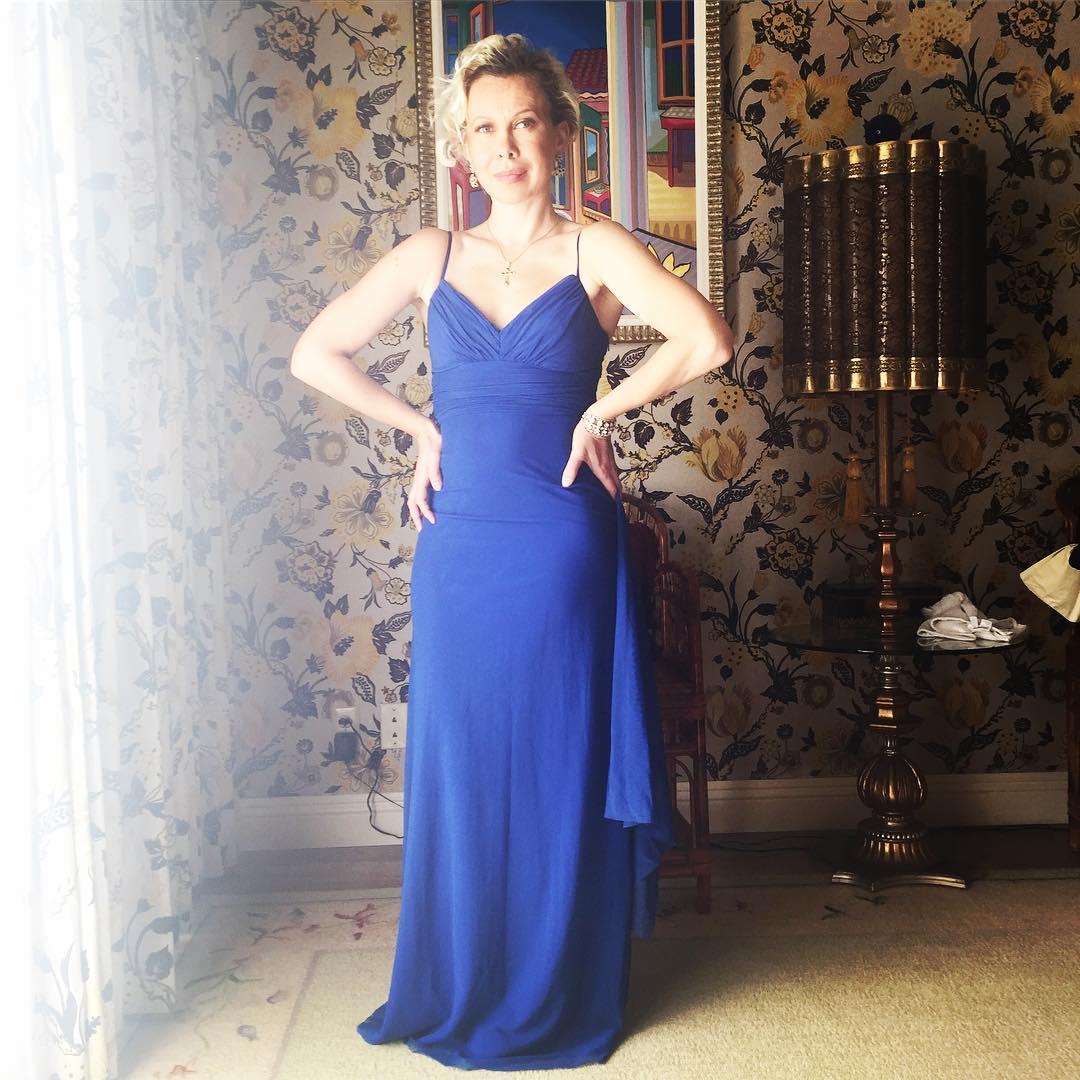 Oksana Baiul looks stunning in her blue attire. She is ready to celebrate the Christmas.