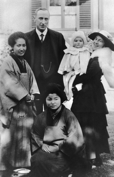 Olivia de Havilland as an infant, with her father, Walter A. de Havilland, her mother, Lilian de Havilland (later Fontaine) and two Japanese nurses. Olivia was born in Japan, where her father had a  patent law practice.