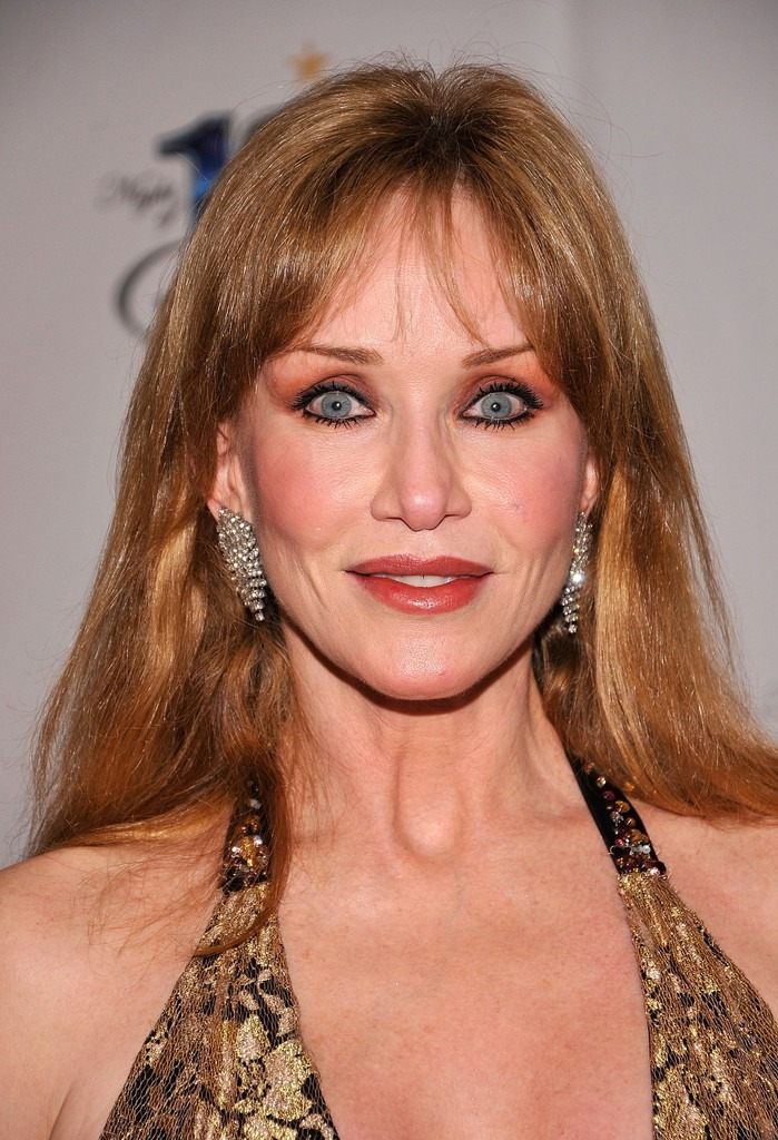 Tanya Roberts looks flawless with her smooth forehead and face that might be the result of plastic surgery