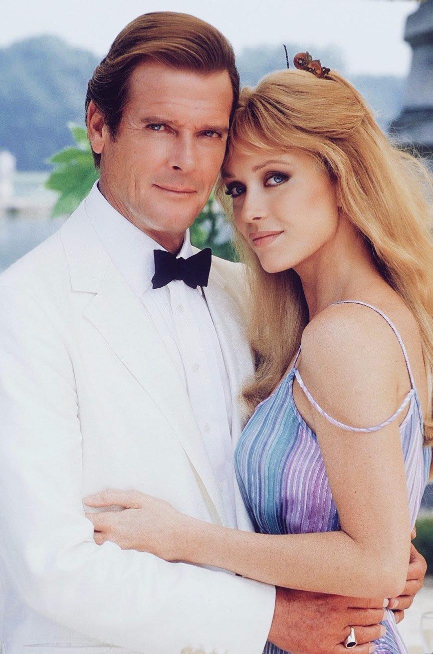 Tanya Roberts posing with Sir Roger Moore