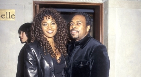 Pam Grier and her then-boyfriend Kevin Evans looking at the camera with the smile on their faces.