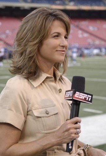 Suzy Kolber is wearing a nude color dress, and her hairstyle best suiting her.
