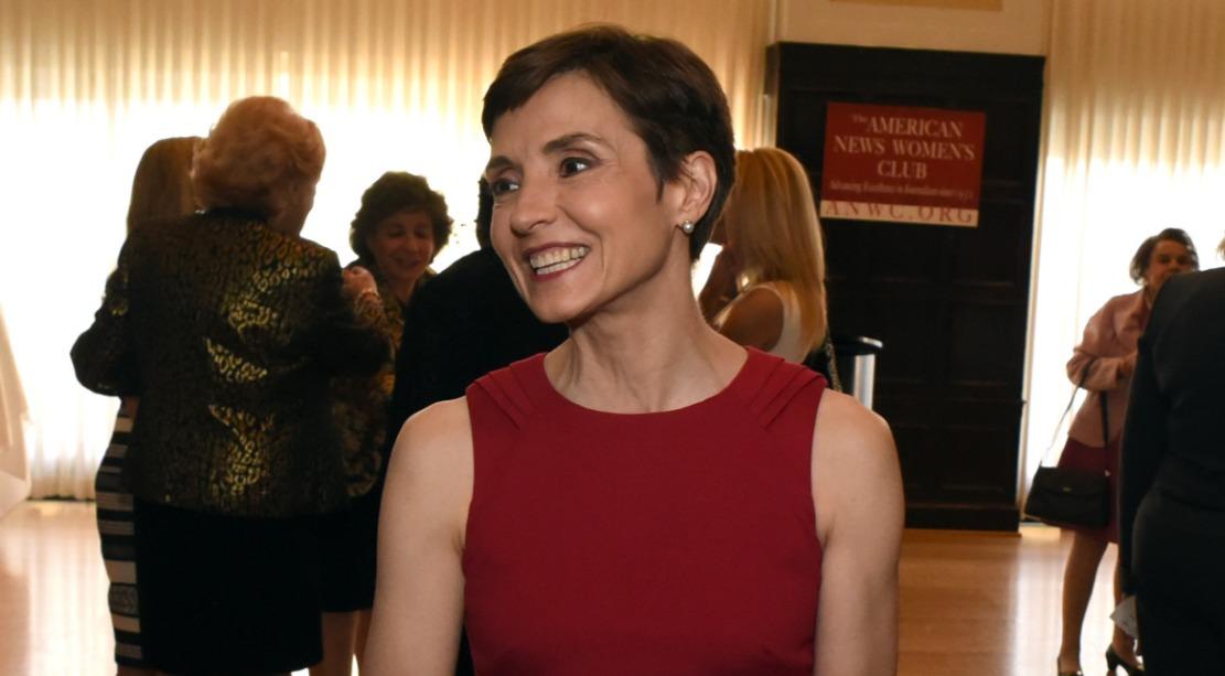 Reporter Catherine Herridge looking elegant with short haircut. She is a Fox News correspondent.