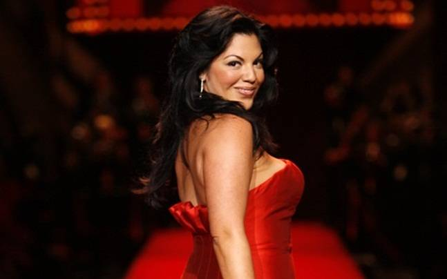 Sara Ramirez looks stunning in red strapless dress