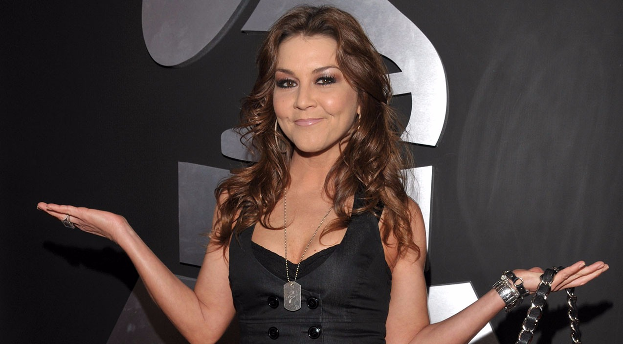 Gretchen Wilson at the Grammy Awards, she's standing infront of a backdrop with the Grammy logo