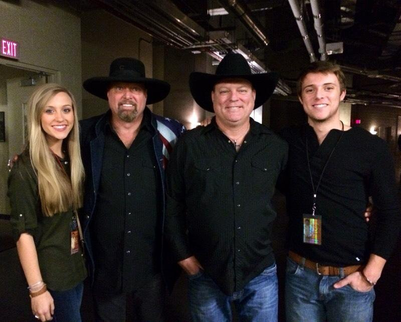 Crystal White's singer husband John Michael Montgomery with her two kids and brother Eddie posing for the camera with the smiles on their faces.