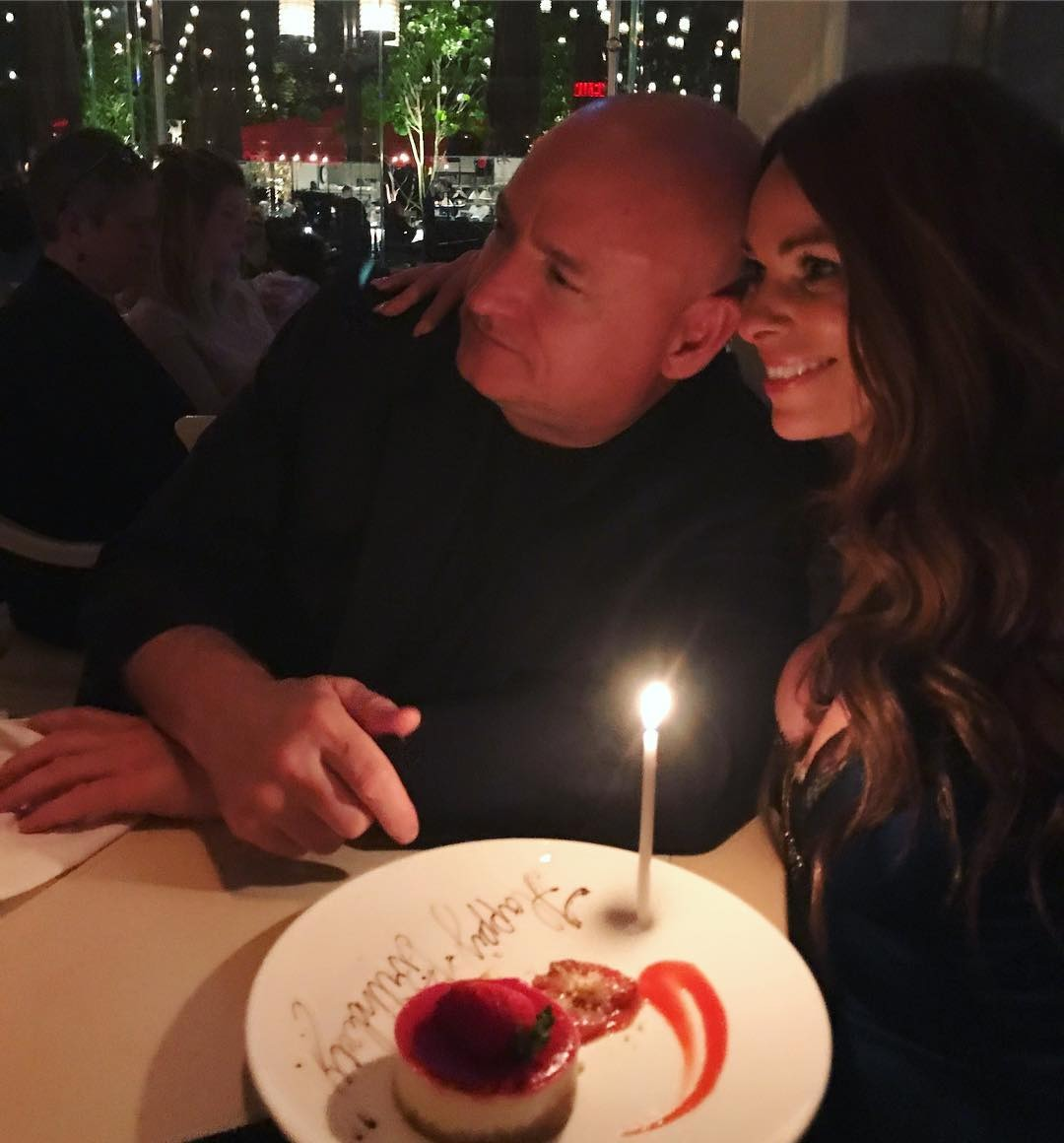 Amiko Kauderer's picture with her boyfriend Scott Kelly from the left profile. They are celebrating the birthday of Amiko.