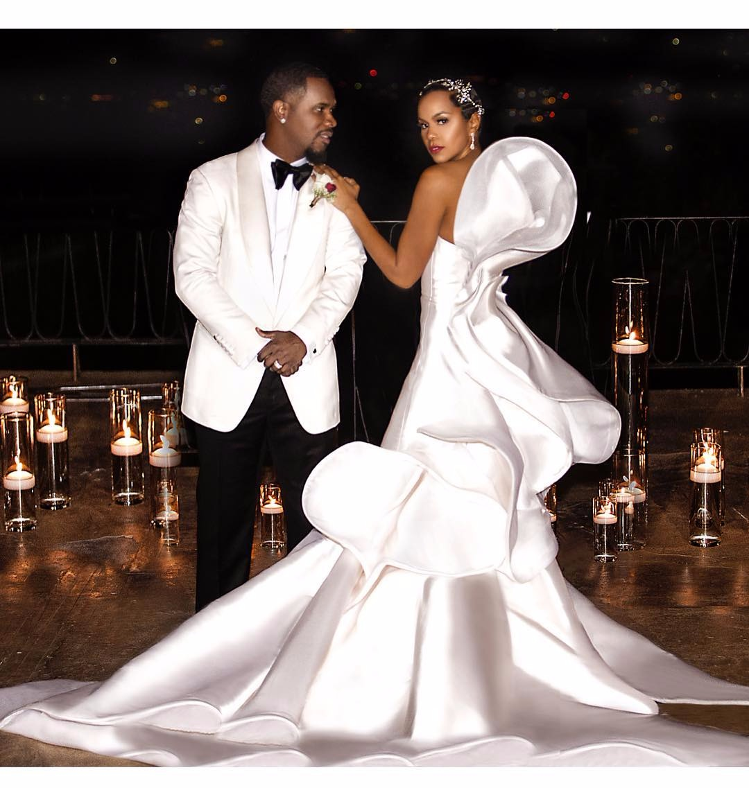 Tommicus Walker and LeToya Luckett are flaunting their wedding dress in their special day. Luckett looking beautiful in her beautiful white wedding gown and she is accompanied by husband Tommicus looking equally handsome.