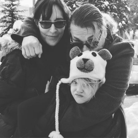 A black and white family photo of Katey Sagal with her husband and daughter.