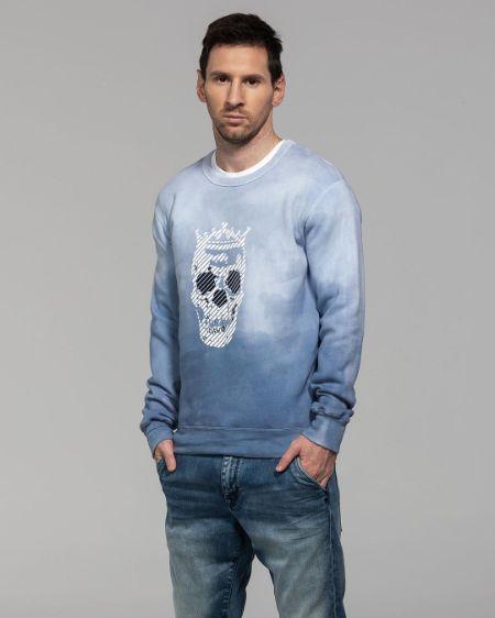 Leo Messi promoting his merchandise