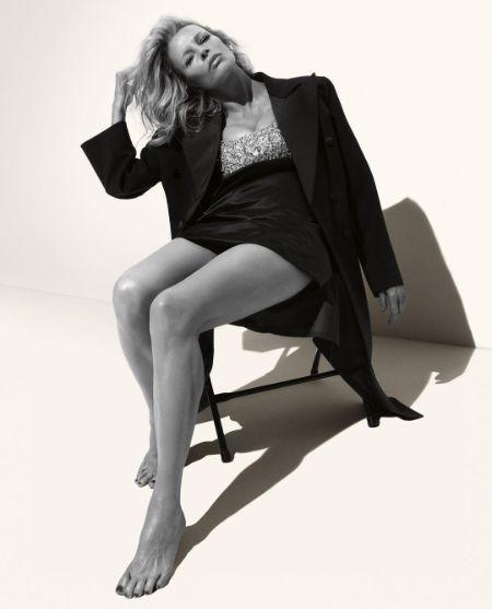 Kim Basinger posing at a photoshoot