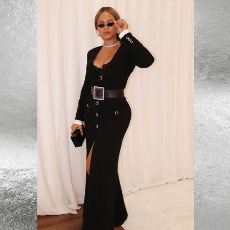 Beyoncé in all black dress