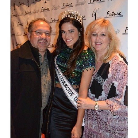 Audra Mari poses with her father & mother after she won Miss World America