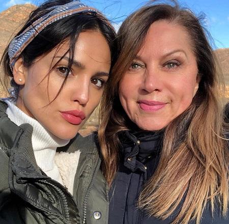 Eiza Gonzalez with her mother