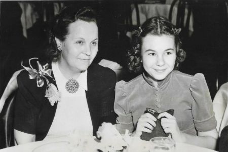 Jane Withers and her mother in April 1939