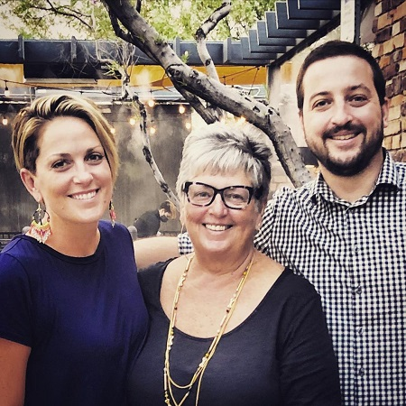 Jamie Yuccas with her mother and brother