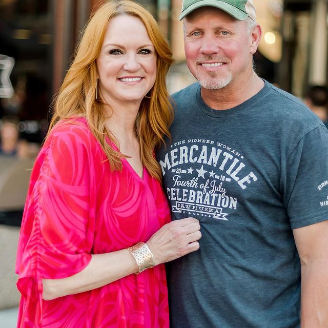 Ladd and Ree Drummond were posing for a photo.