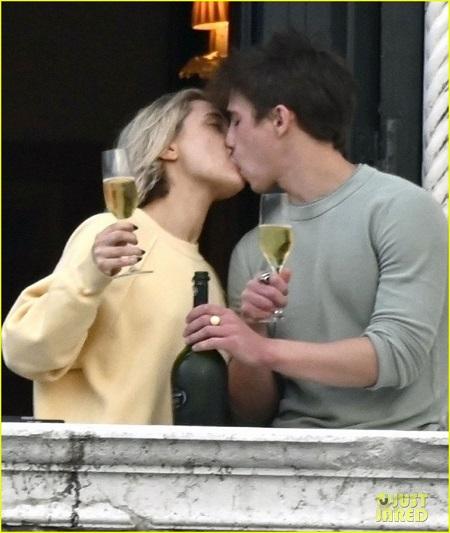 Tanner Buchanan kissing his girlfriend Lizze Broadway